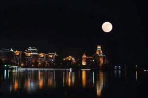 超级大月亮的龙舟池16年11月14日_集美龙舟池