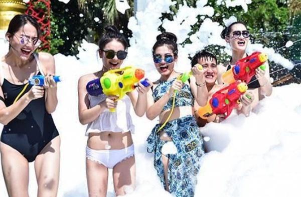 没有玩水球大战的夏天,都不叫夏天。我们准备了1000+水球,不管你是比基尼还是大泳裤,不管你是