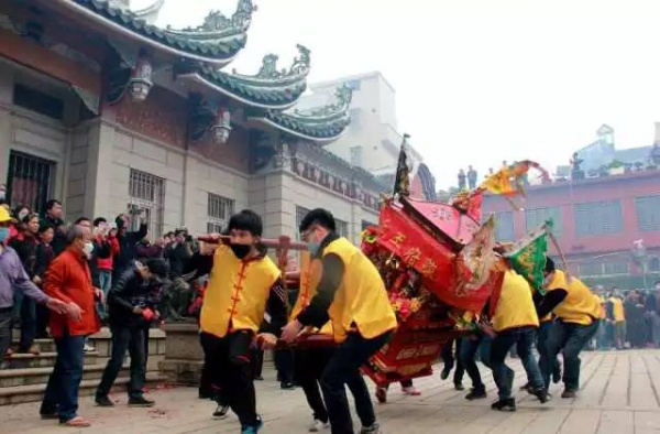 今天真热闹集美社刈香巡游祭开闽王!