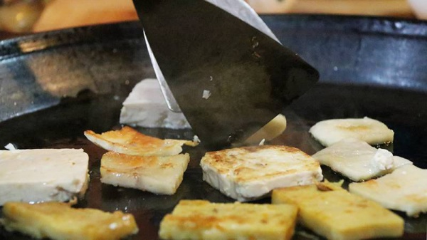 默默开了13年,这家正宗老厦门的煸豆干,不少人专程开豪车来吃!