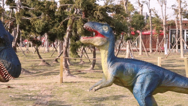 """吓尿!园博苑惊现""""侏罗纪公园"""",恐龙复活了?!"""