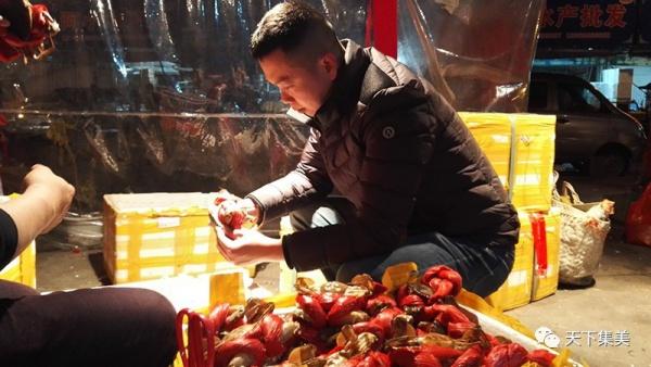 这家餐厅老板是集美土著渔民,吃海鲜好料到这里没错啦!