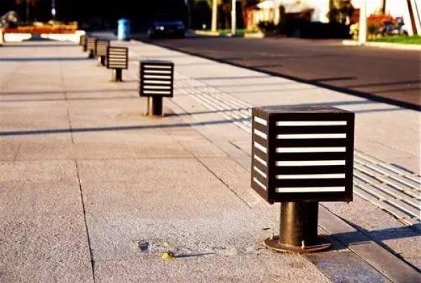 广场上就碰了一下这东西,三岁女孩立马倒地身亡……家长一定要当心!