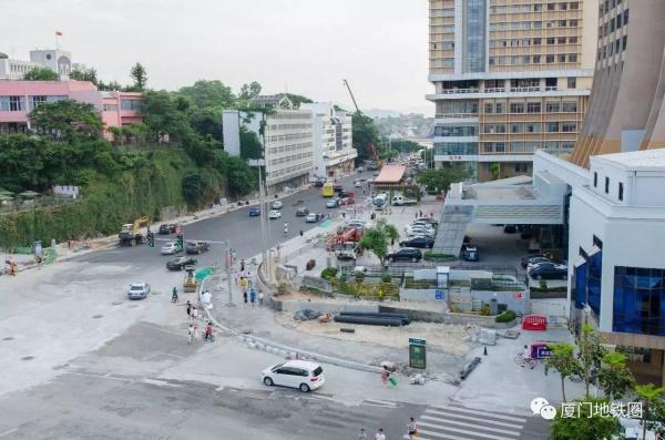 镇海路、中山公园、将军祠,3个地铁站点出入口施工进度