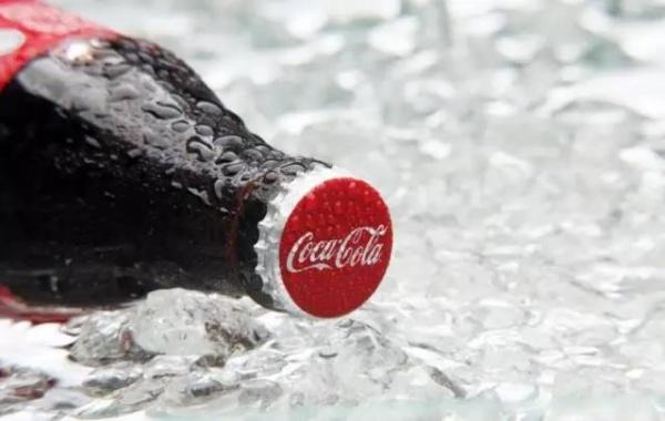 可乐这么不健康,为什么我还给孩子喝?难道不是亲生的?
