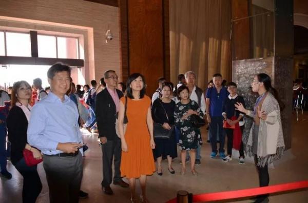 著名侨领陈文确、陈六使家族后人回集美,他们做了这些事……